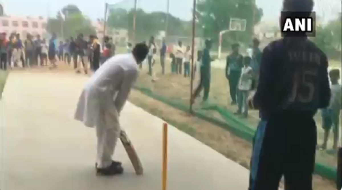 Rahul Gandhi Plays Cricket With Local Boys in Rewari After His Chopper Makes Emergency Landing; Watch Video
