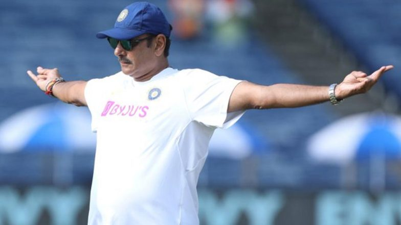 Ravi Shastri Trolled Again: Netizens Find Hilarious Iron Man, Titanic Connection to Indian Head Coach's Pose and Term Him 'Ravi the Redeemer'