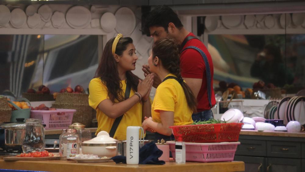 Bigg Boss 13: Rashami Desai Is Wrong In Accusing Siddharth Shukla Of Inappropriately Touching Her