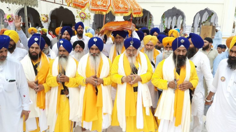 Pakistan to Issue 10,000 Visas to Sikh Pilgrims on Occasion of 550th Birth Anniversary of Guru Nanak