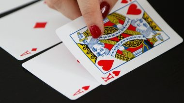 Diwali 2019: Wonder Why Teen Patti Is Played During Deepavali? Here's Why Gambling is Popular During The Auspicious Occasion