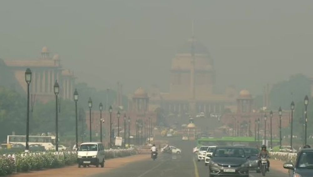 'Delhi Chokes' Trend on Twitter After Delhi Air Quality Becomes 'Severe'; Netizens Express Their Concerns Over Deteriorating Air Quality in National Capital