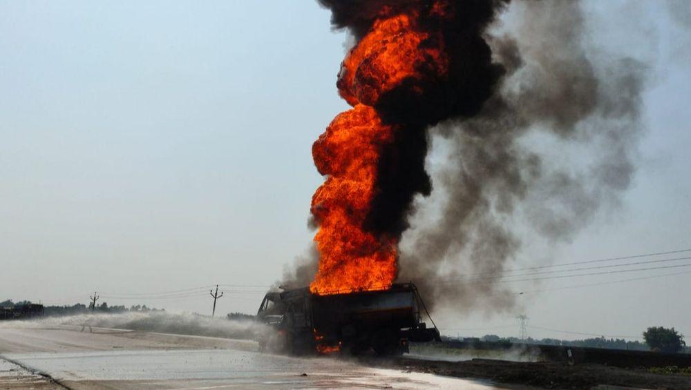 West Bengal: Oil Tanker Catches Fire in an Accident at Jalpaiguri's Bandhu Nagar