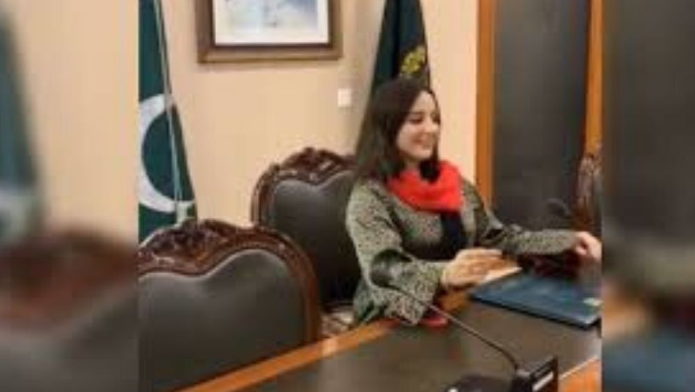 Hareem Shah, Popular Pakistani TikTok Star, Makes Video Inside Foreign Office of Imran Khan, Stirs Controversy With Viral Post