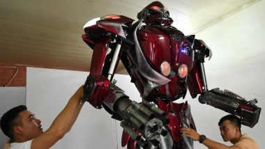 Vietnamese Roll Out Green Transformers-Inspired Robot and You Have to Check It Out!