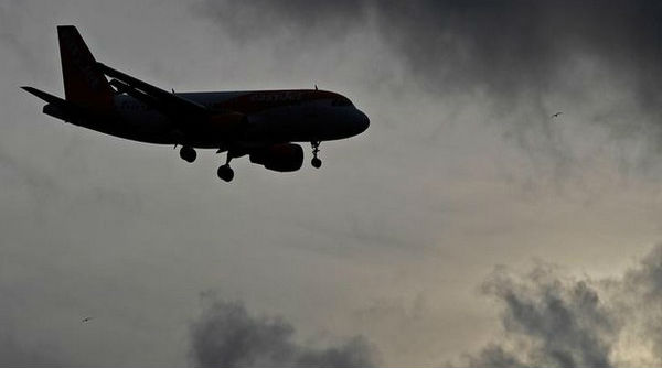 Jammu and Kashmir: Flight Services at Srinagar Airport Hit Due to Snowfall, Low Visibility Causes Delay in Operations