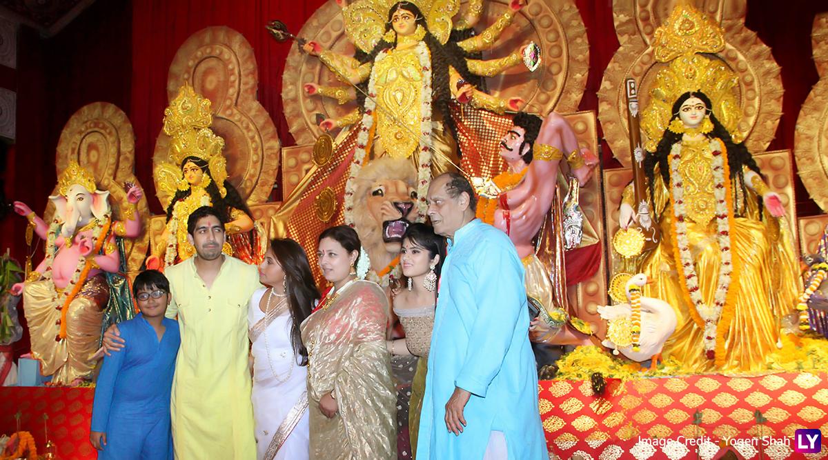 Durga Pooja 2019: Rani Mukerji, Ayan Mukerji, Jaya Bachchan, Imtiaz Ali, Anurag Basu Visit A South-Mumbai Pandal For Devi Maa's Darshan (View Pics)