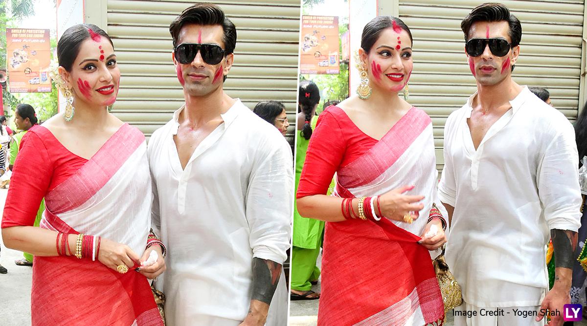 Sindoor Khela 2019 Photos: Bipasha Basu Celebrates Bijoya Dashami, Poses With Husband Karan Singh Grover All Smeared With Sindur
