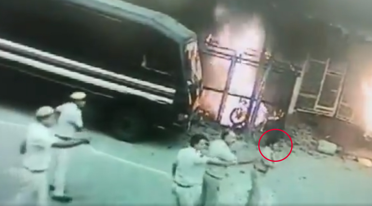 Tis Hazari Clash: CCTV Clip of DCP North Monika Bhardwaj Pleading Before Lawyers to Stop Violence While Being Attacked Herself Surfaces; Watch Video