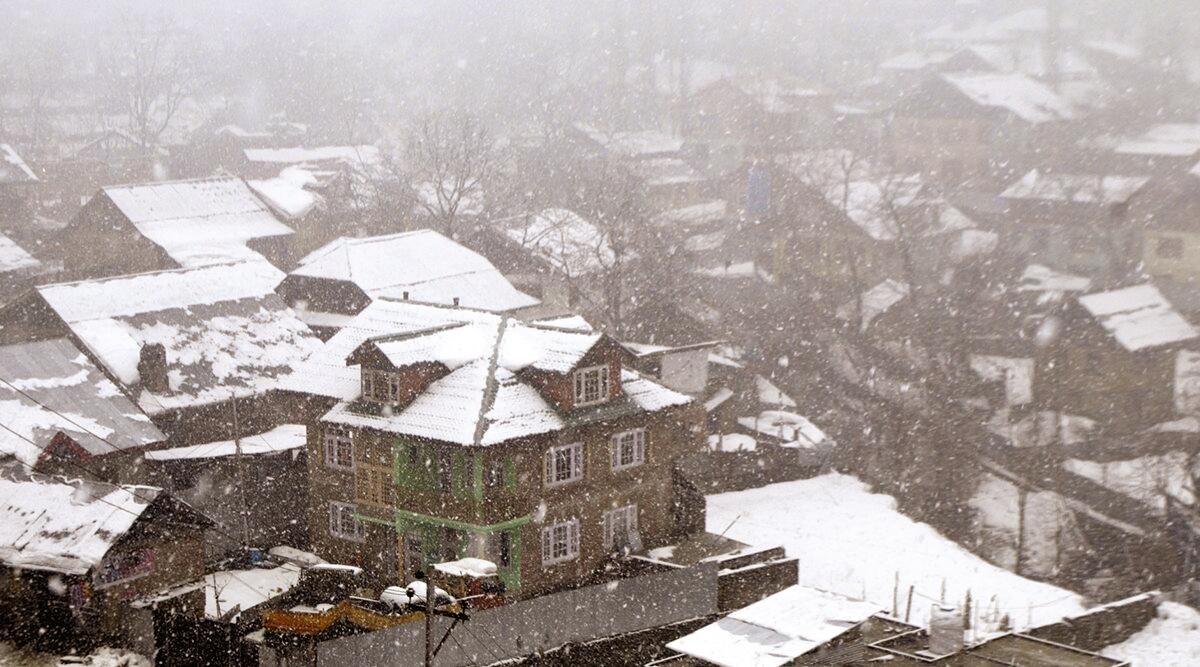 Jammu and Kashmir, Himachal Pradesh, Uttarakhand to Receive heavy Snowfall in Next 24 Hours, IMD Issues Yellow Alert