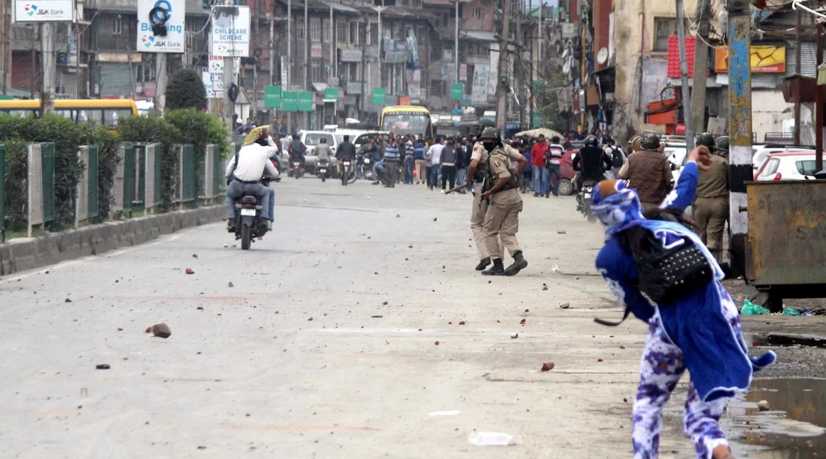 Stone-Pelting Incidents in Kashmir Valley Decrease After Abrogation of Article 370, 765 People Arrested, 190 Cases Filed: MHA Tells Parliament