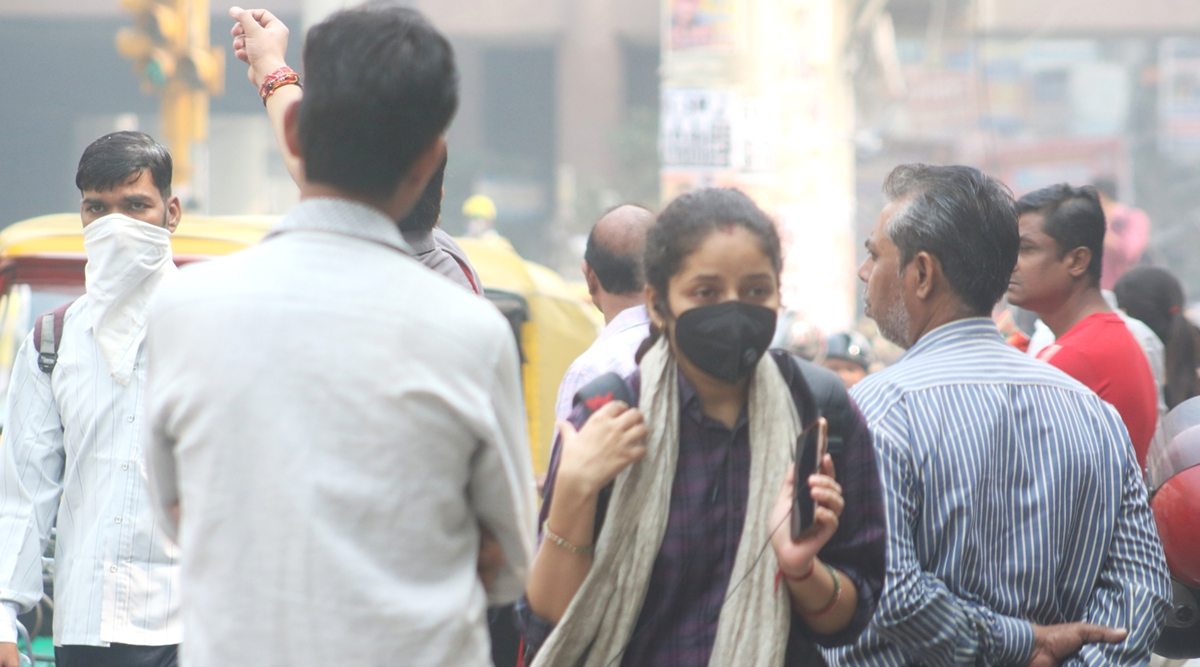 Delhi Air Pollution: Air Quality Inches Towards 'Severe' Category Due to Calm Winds and High Humidity, Relief Likely on Saturday