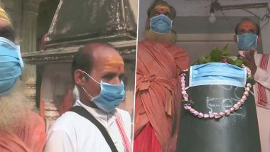 Uttar Pradesh Pollution: Shivling at Tarkeshwar Mahadev Temple in Varanasi Covered With Mask to Protect 'Bhole Baba' From Poisonous Air; See Pics