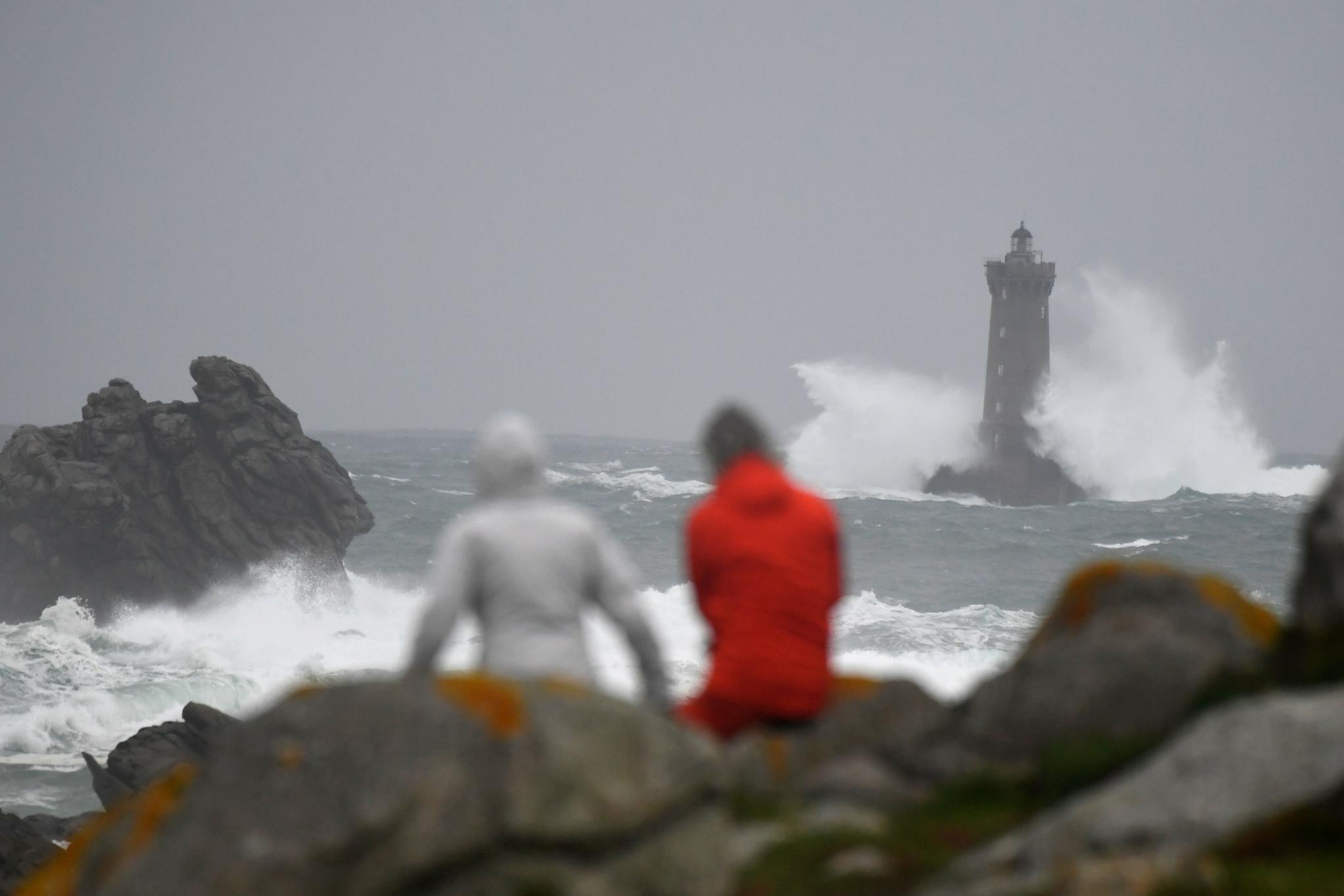 Storm Amelie Pummels France with Violent Winds and Downpours, Around 1.4 Lakh People Without Electricity