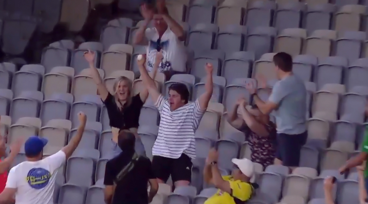 David Warner's Six During Australia vs Pakistan 3rd T20I Caught Brilliantly by a Man Sitting In Stands of Perth Stadium (Watch Video)