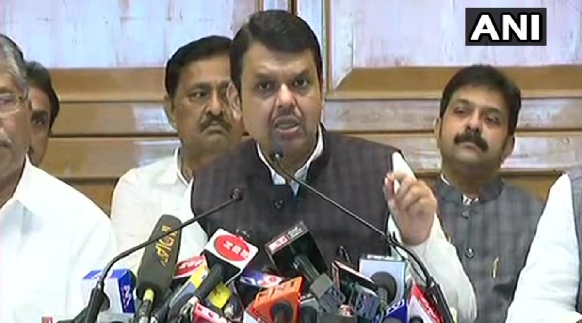 Shiv Sena's Remarks Against PM Modi 'Unacceptable', Says Devendra Fadnavis After Resigning as Maharashtra CM
