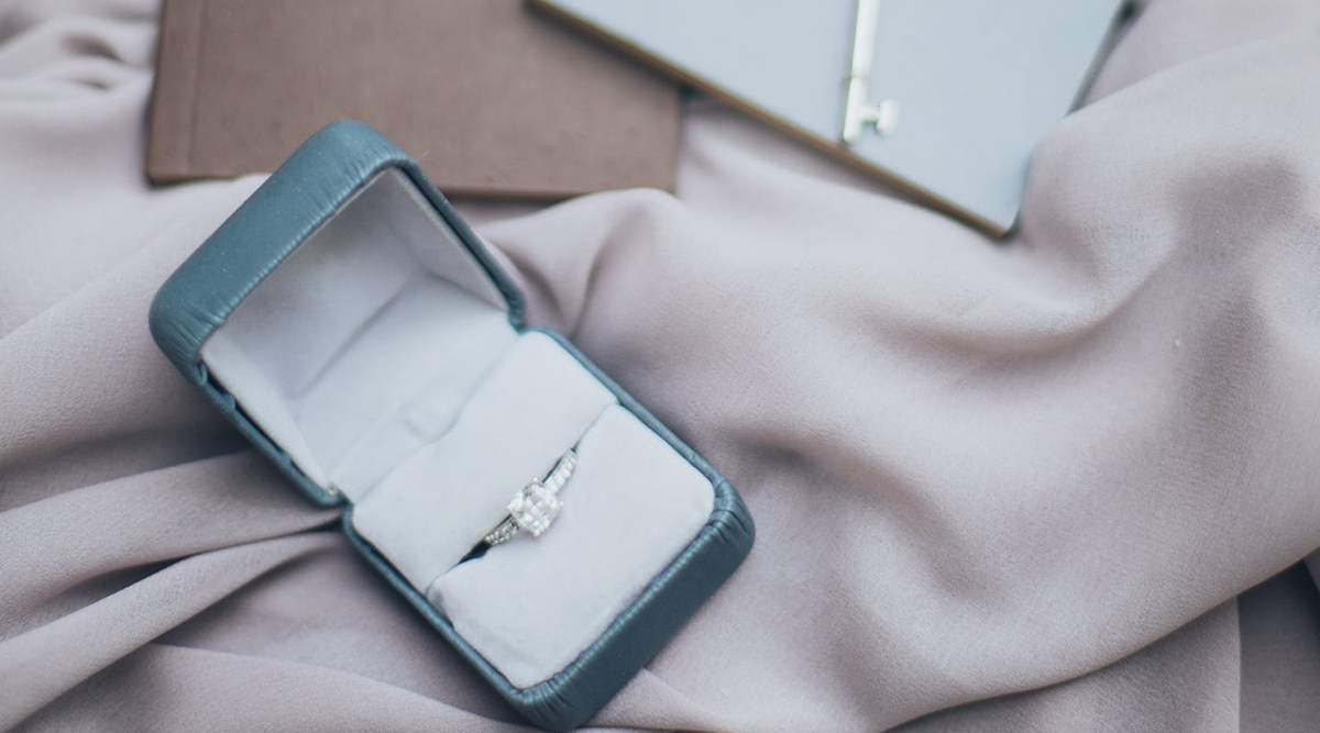 Bride-To-Be Puts Her Engagement Ring on Sale Within Two Weeks, Says 'Hope It Sells Quicker Than He Lasts in Bed' (Check Viral Post)