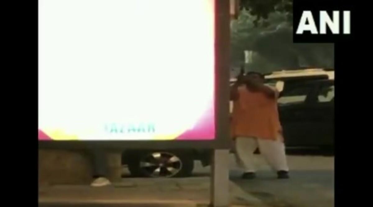 Firing Outside BJP MP Hans Raj Hans' Office in Delhi's Rohini, Police Arrests 51-Year-Old Man; Watch Video