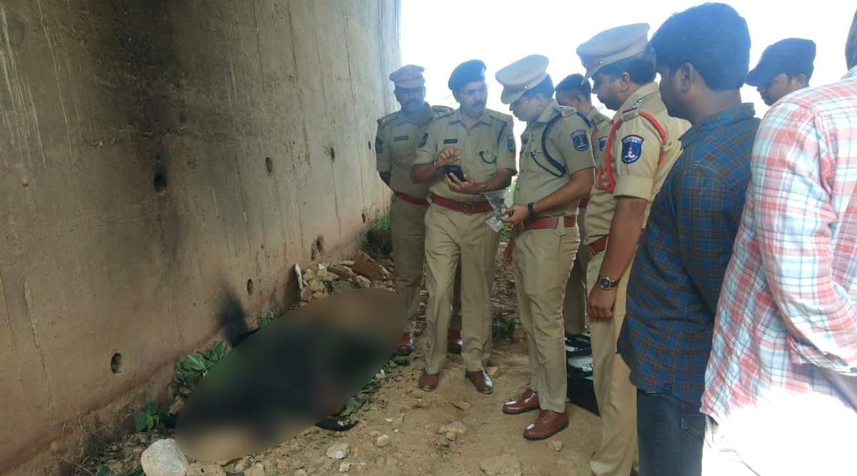 Hyderabad Vet Rape-Murder Case: Anguished Locals Clash With Police, Hurl Slippers, Get Lathicharged in Retaliation (Watch Videos)