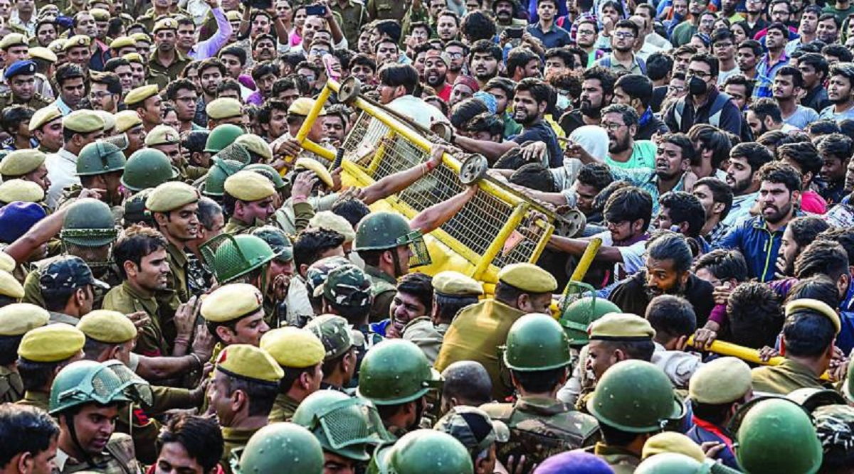 JNU Protest: Entry-Exit Points of Lok Kalyan, Udyog Bhawan, Patel Chowk, Central Secretariat Metro Stations Sealed by DMRC on Police Orders