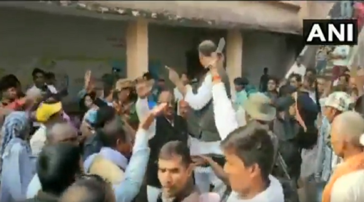 Jharkhand Assembly Elections 2019: Congress Candidate KN Tripathi Brandishes Gun During First Phase of Polling in Daltonganj Constituency (Watch Video)