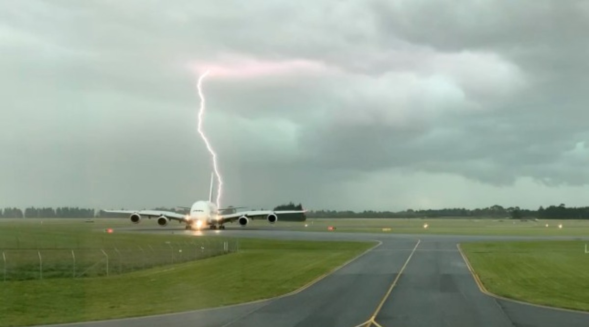 Terrifying Moment Lightning Hits Passenger Plane Coming to Land at New Zealand Airport Caught on Camera (Watch Video)