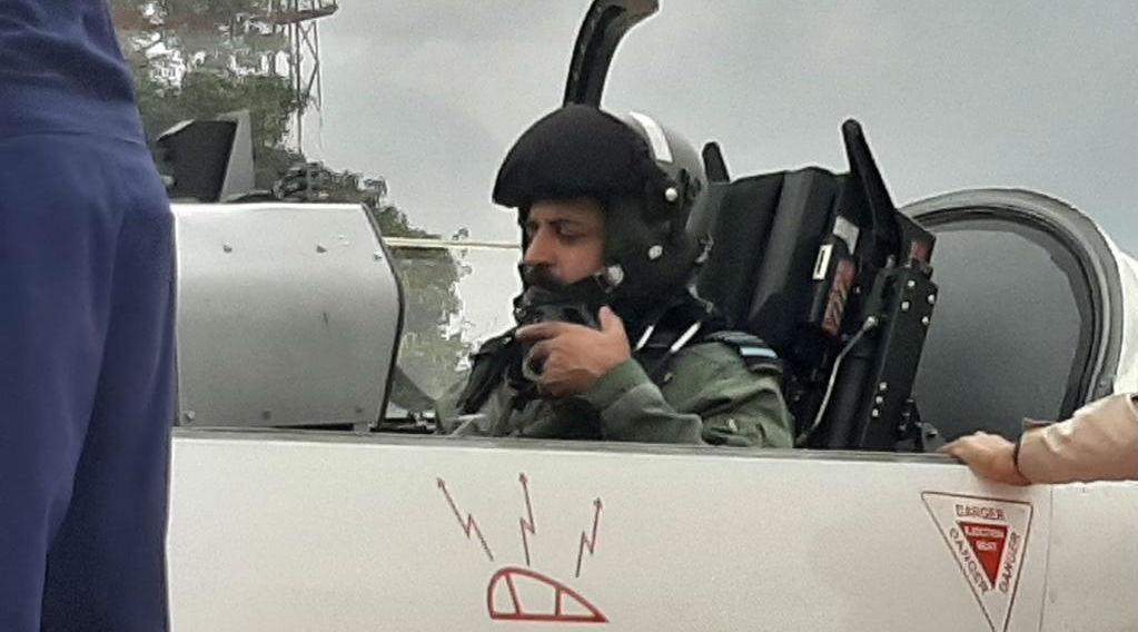 IAF Chief Marshal Rakesh Kumar Singh Bhadauria Flies Sortie in HTT-40 Trainer Aircraft