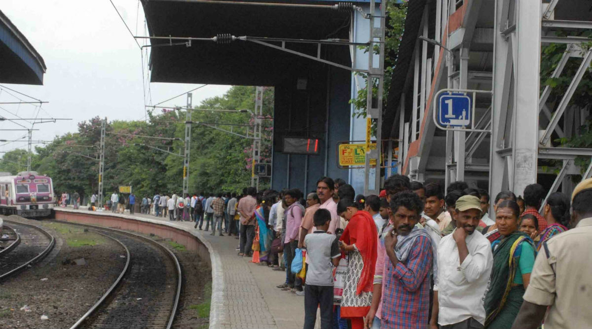 West Bengal: Man Dies After Jumping off Train to Catch Thief Who Stole His iPhone; Family Seeks Stolen Phone in His Memory