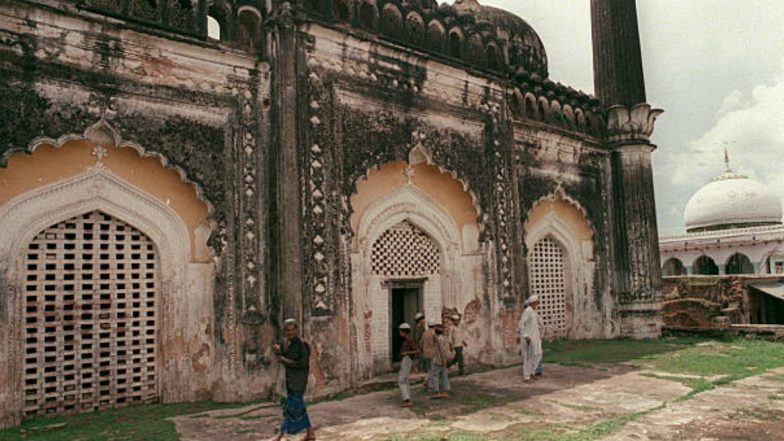 Babri Masjid-Ram Janmabhoomi Case Verdict: Ayodhya Admin Warns Residents Against Making Defamatory Post on Deities on Social Media, Bans Victory Processions