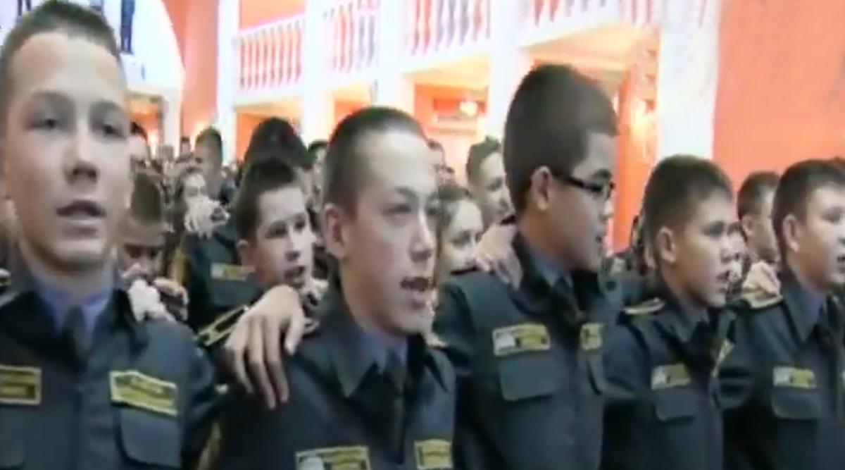 Russian Military Cadets Singing Indian Patriotic Song 'Aye Watan Humko Teri Kasam' Will Make You Beam With Pride (Watch Viral Video)