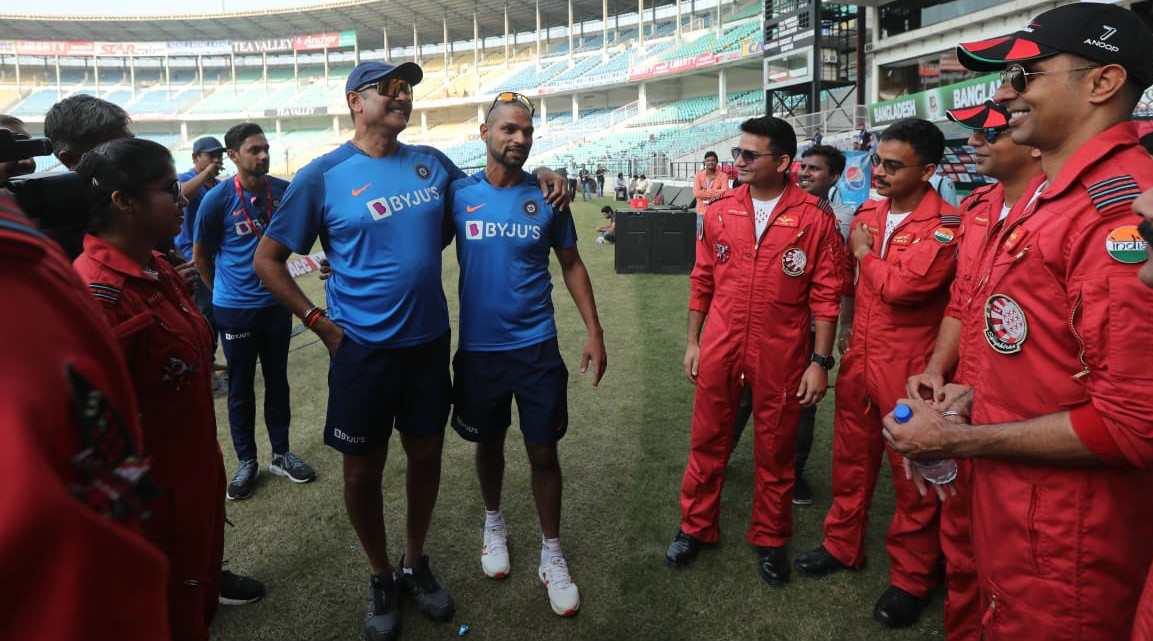 Shikhar Dhawan, Ravi Shastri & Other Team India Members Meet Indian Air Force Ahead of India vs Bangladesh 3rd T20I 2019 Match (View Pics)
