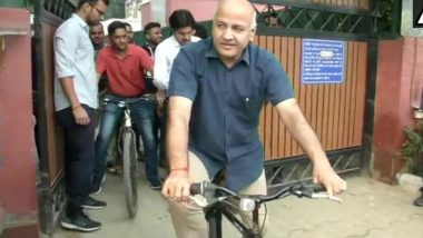 Delhi Deputy CM Manish Sisodia Cycles His Way to Office as Odd-Even Rule Begins in Bid to Curb Pollution