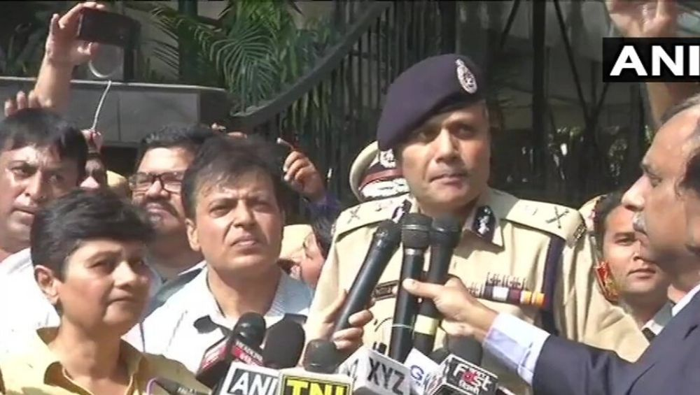 Delhi Police Commissioner Amulya Patnaik Urges Agitating Officers to Return to Duty, Gets Hooted at by Policemen Protesting Against Tis Hazari Violence; Watch Video