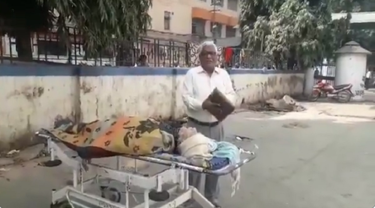 Vashishtha Narayan Singh Death: Ambulance Not Provided by PMCH For Carrying Deceased Mathematician's Body to His Village; Watch Video