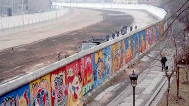 The Fall of the Berlin Wall 30th Anniversary: What Happened During the Falling of Iron Curtain? Here's Everything About the Historic Event