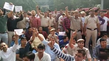 Delhi Constables End 11-Hour Protest Over Tis Hazari Clash, L-G Anil Baijal, Top Police Officers Assure Action Against Lawyers Involved in Assault