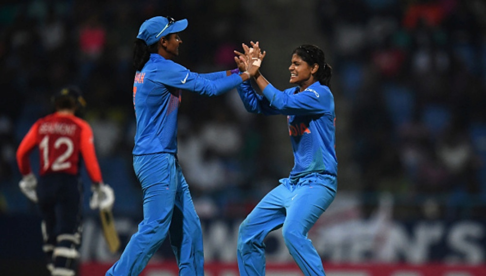 Harmanpreet Kaur Takes a Stunning One-Handed Catch at Long-on During India vs West Indies 1st ODI in Antigua (Watch Video)