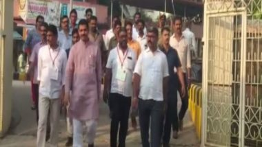 Mangaluru City Corporation Elections 2019: BJP President Nalin Kumar Kateel Casts His Vote at Ward No 26