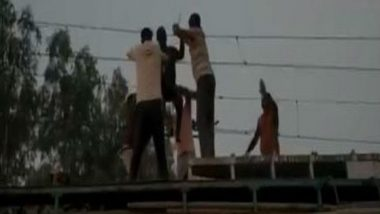 Madhya Pradesh: Man Dangling from Overhead Wire at Dabra Railway Station Rescued by GRP; Watch Video