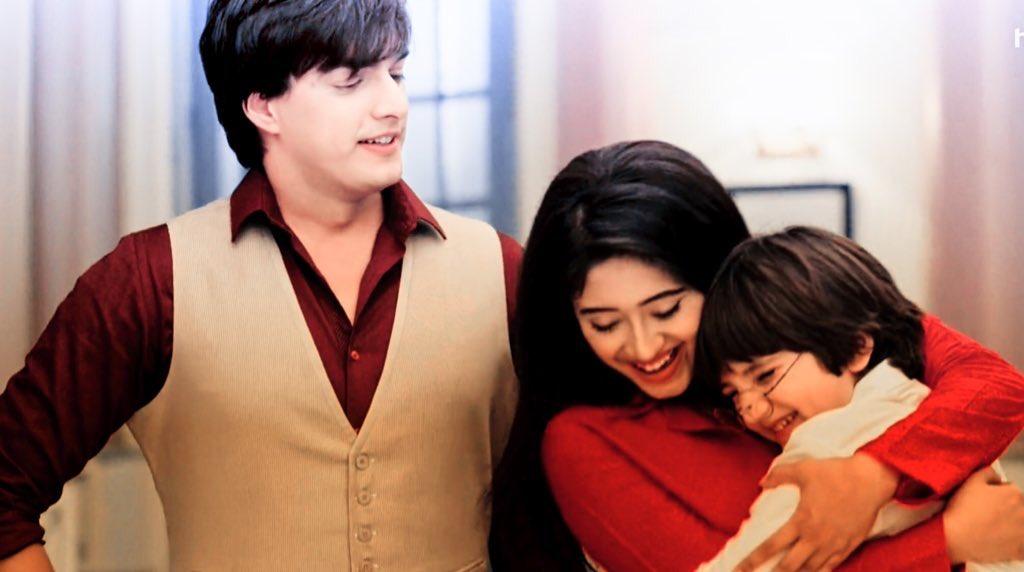 Yeh Rishta Kya Kehlata Hai December 5, 2019 Written Update Full Episode: Vedika Reunites Kartik - Naira and Leaves The Goenka House With Teary Eyes