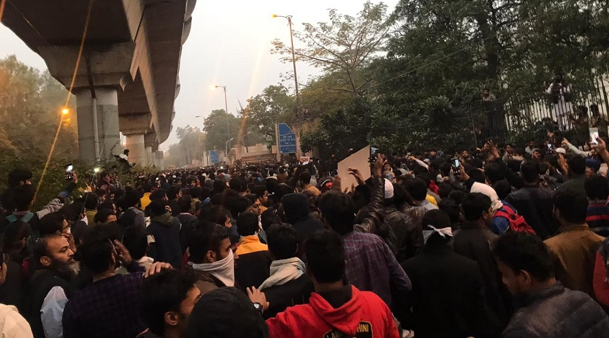 CAB 2019: Jamia Millia Islamia Students, Delhi Police Personnel Clash, Large Gatherings Banned