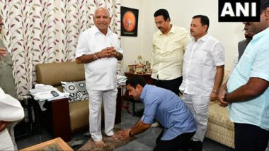 Karnataka Assembly By-Elections 2019 Results: BS Yediyurappa Celebrates with Son BY Vijayendra as Trends Show BJP Leading on 12 Seats
