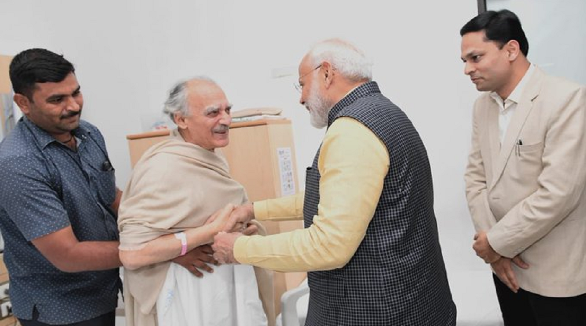 PM Narendra Modi Meets Ex-Union Minister Arun Shourie at Ruby Hall Clinic in Pune
