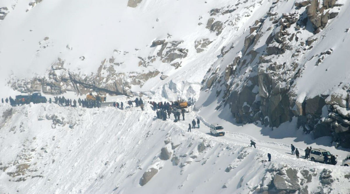 Jammu And Kashmir: Three Indian Army Soldiers Killed in Avalanche, Search Operation on to Rescue Missing Jawan