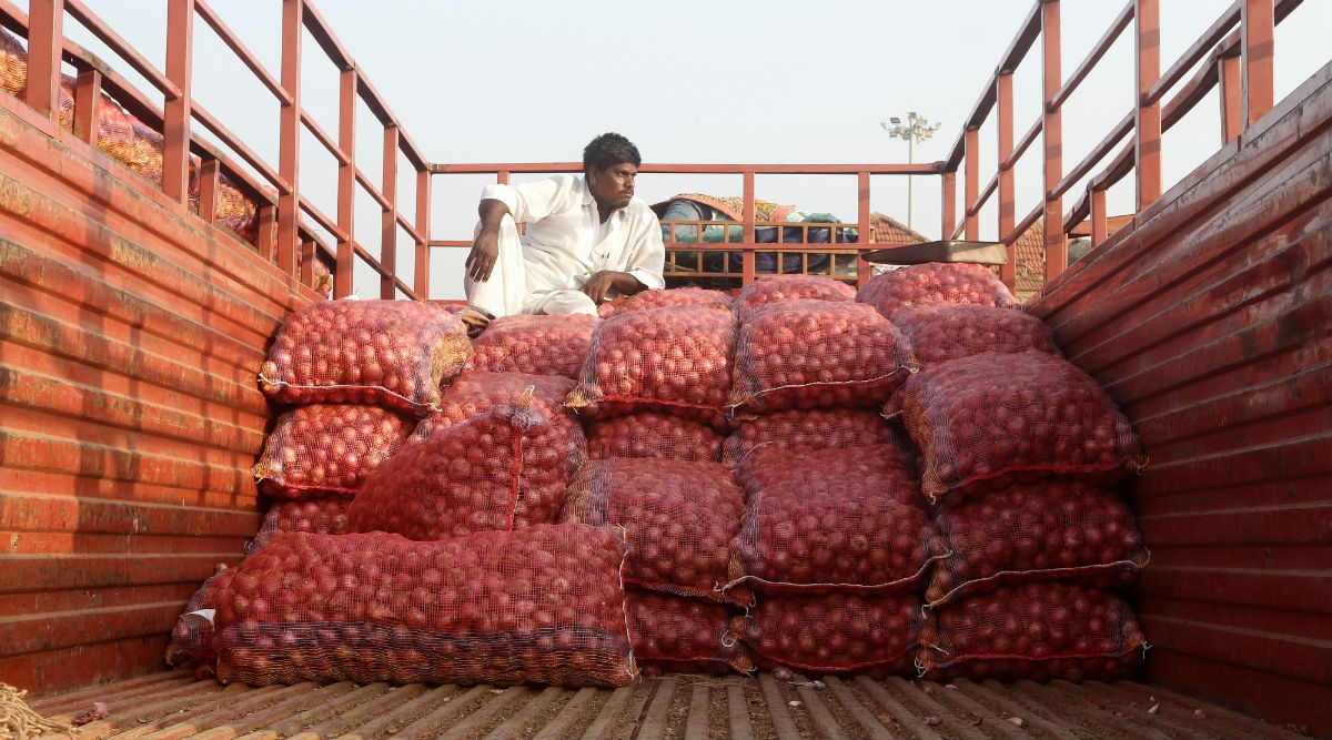 Onion Price Rise: Five Men Stage Accident of Truck Carrying Onions in Karnataka to Steal Bulb Sacks, Arrested