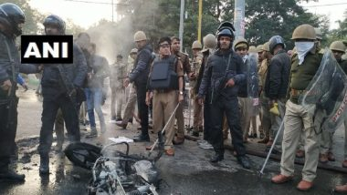 Lucknow On The Edge Over Anti-CAA Protests, Stones Pelted in Khadra, Police Resort to Lathicharge in Hazratganj Area