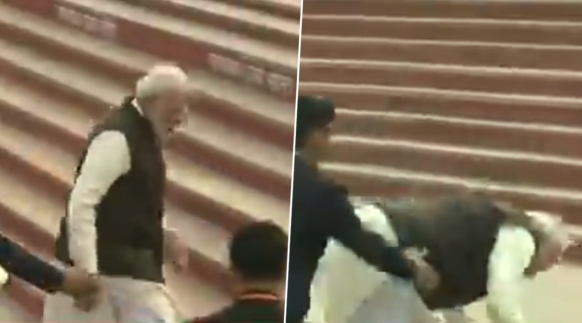PM Narendra Modi Falls on Stairs of Ganga Ghat in Kanpur; Watch Video
