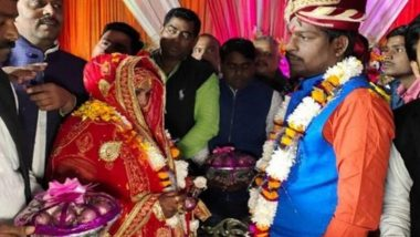 Uttar Pradesh: Amid Soaring Prices, Bride and Groom Exchange Garlands of Onion and Garlic in Varanasi
