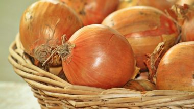 Kolkata Onion Prices: Rates Dip From Rs 160/Kg to Rs 120/Kg in a Day After CM Mamata Banerjee's Tough Talk With Retailers