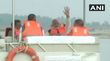 PM Narendra Modi Takes Boat Ride with BJP CMs Yogi Adityanath, Trivendra Singh Rawat and Deputy CM Sushil Kumar Modi in Kanpur; Watch Video